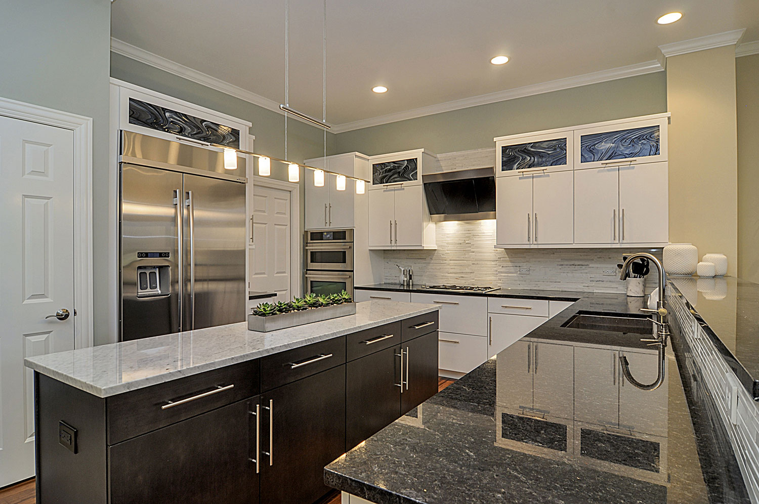 Doug natalie 39 s kitchen remodel pictures home for House renovation services