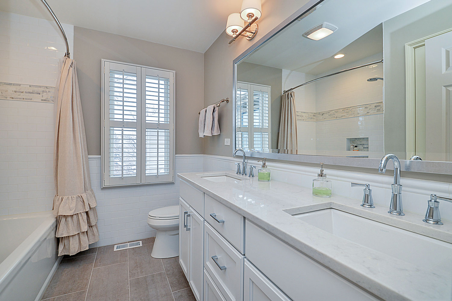Carl susan 39 s hall bathroom remodel pictures home - Pictures of remodeled small bathrooms ...