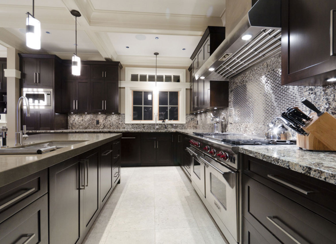 30 classy projects with dark kitchen cabinets home for Dark tile kitchen floor