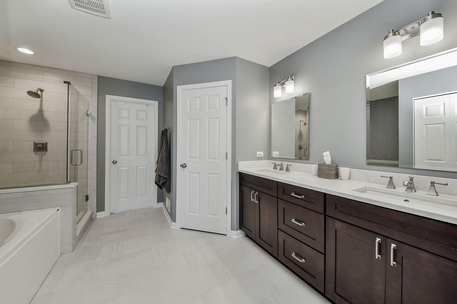 Pete mary 39 s master bathroom remodel pictures home for Remodel design services