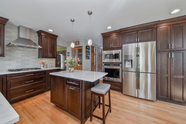 Lisle Kitchen Remodeling White Quartz Dark Cabinets Sebring Services