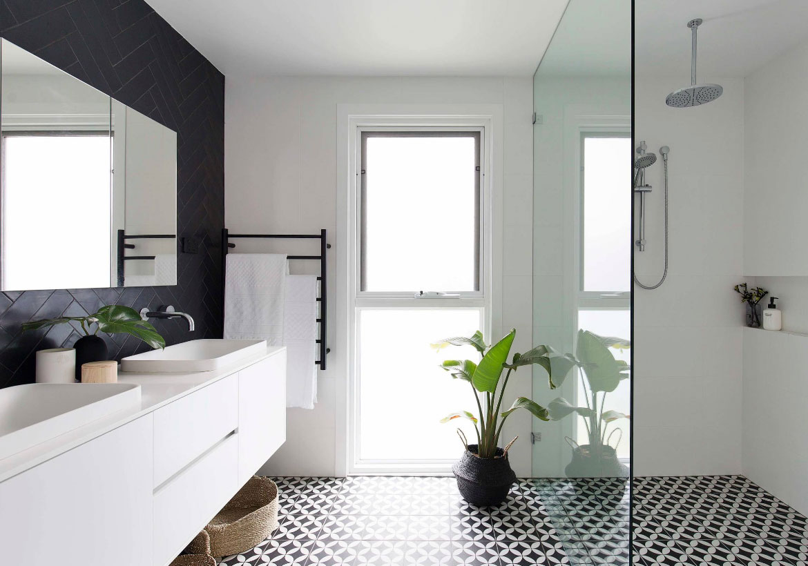21 Refreshing Curbless Showers and Their Benefits | Home Remodeling ...