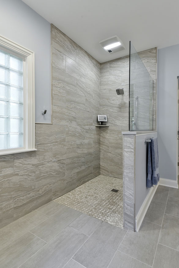 21 Barrier Free Curbless Shower Ideas