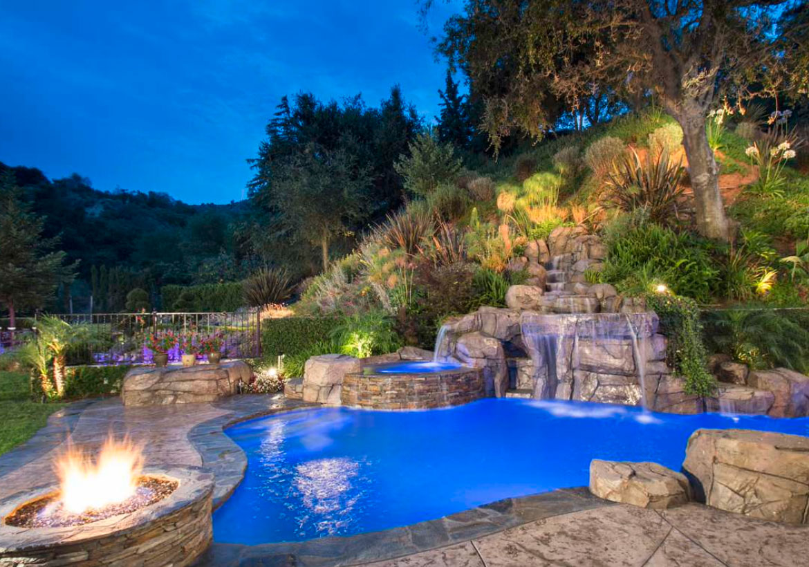 18 Invigorating Backyard Pool Ideas & Pool Landscapes Designs