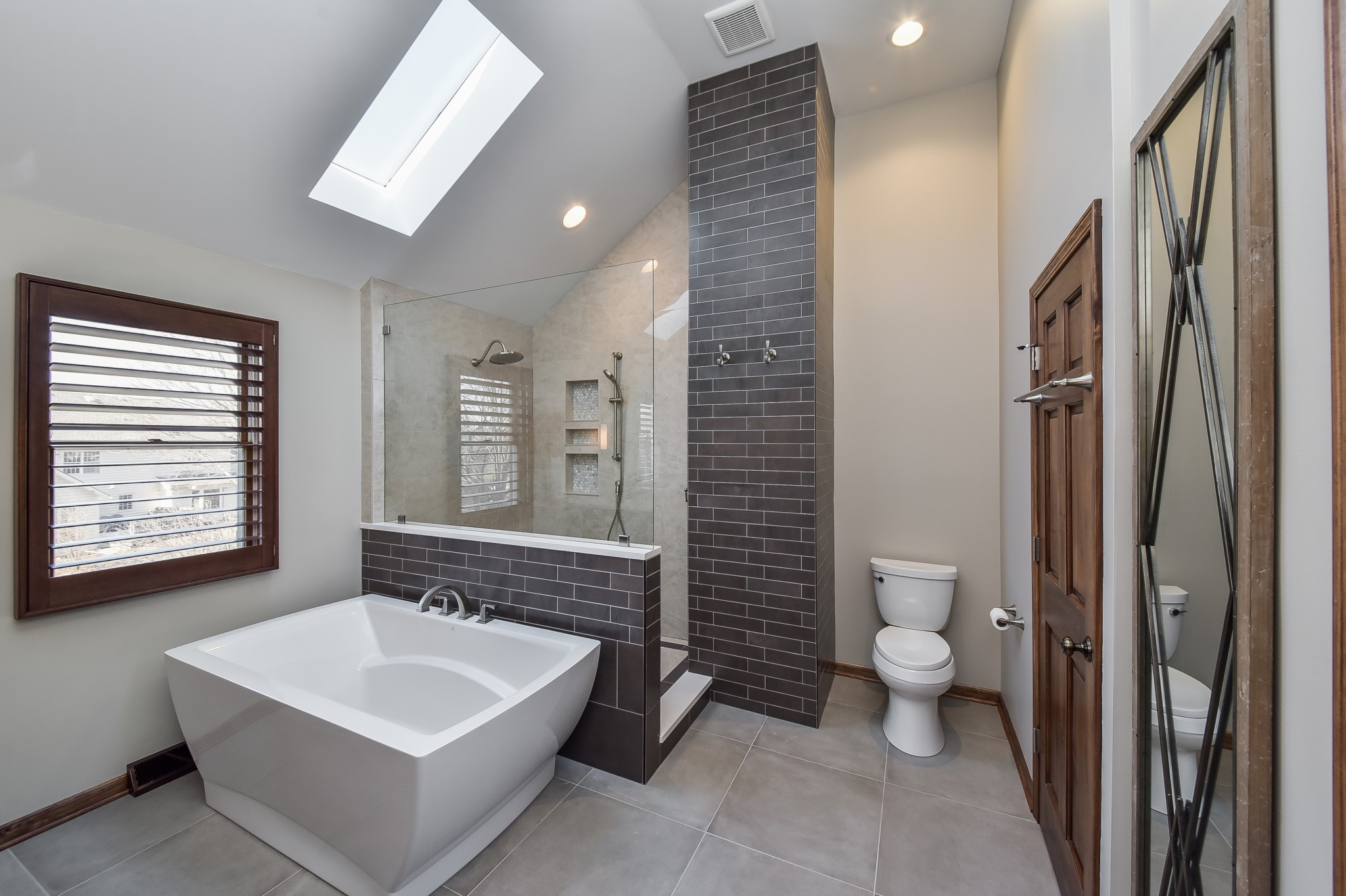 mesmerizing white bathroom design | 14 Bathroom Design Trends For 2020 | Home Remodeling ...