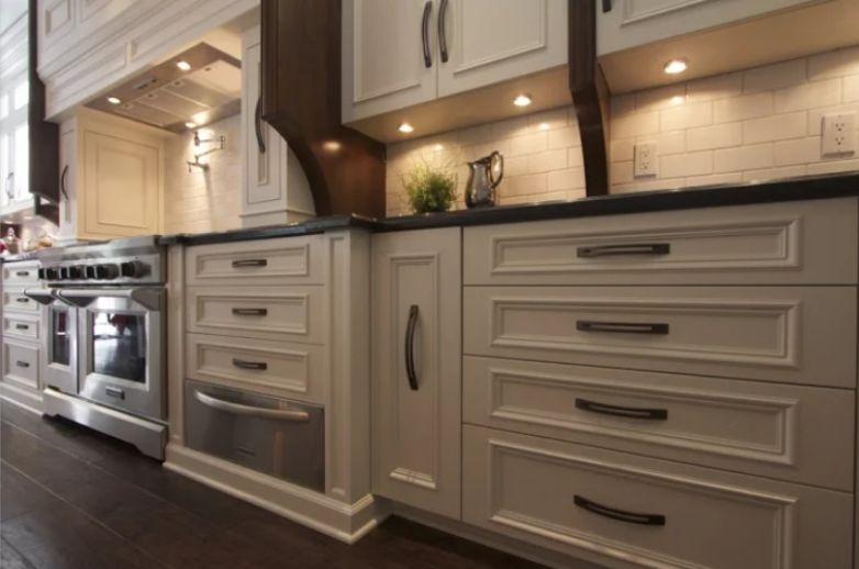 32 Kitchen Cabinet Hardware Ideas